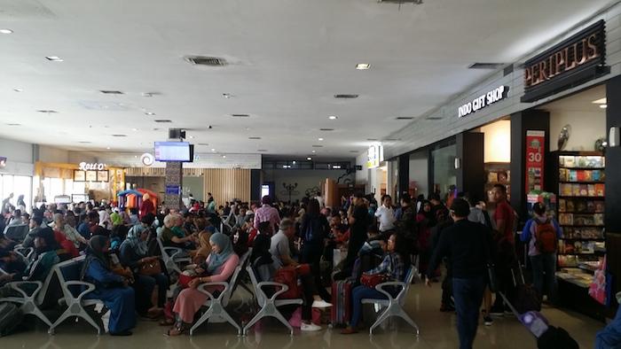 32 balai keberangkatan internasional jogja airport terminal b