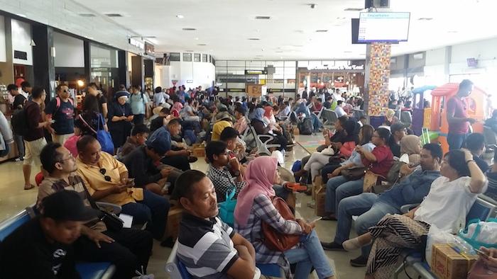 33 balai keberangkatan internasional jogja airport terminal b